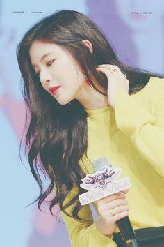 LeeSunBin❤171021 #LeeSunBin Actress Lee Sun Bin, Running Man, Korean Actresses, Playing Guitar, Korean Girl, Asian Beauty, Entertainment, Anime, Beautiful