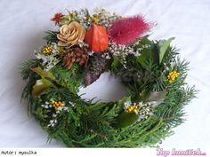 dušičkovy veniec - Hledat Googlem Kos, Christmas Wreaths, Floral Wreath, Holiday Decor, Home Decor, Ideas, Floral Crown, Decoration Home, Room Decor
