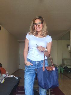 Top blanco H&M, Jean azul focalizado  LEVI'S, Cartera LONGCHAMP TOTE AZUL