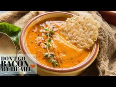 Roasted Tomato Soup with Fresh Tomatoes and Basil - the ultimate homemade soup which is absolutely bursting with flavour! How To Make Tomato Sauce, Tomato Sauce Recipe, Roasted Tomato Soup, Roasted Tomatoes, Grow Tomatoes, Vegetarian Recipes, Cooking Recipes, Healthy Recipes, Baked Parmesan Tomatoes