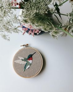 Diy Embroidery Art, Embroidery Stitches Tutorial, Embroidery Flowers Pattern, Simple Embroidery, Free Machine Embroidery Designs, Modern Embroidery, Beginner Embroidery, Crewel Embroidery, Vintage Embroidery