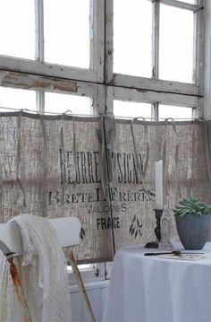 Primitive home decor window curtains ideas burlap curtains - Bohème Living - Vorhang Primitive Homes, Primitive Home Decorating, Primitive Kitchen, Primitive Decor, Country Primitive, Primitive Curtains, Burlap Curtains, Cafe Curtains, Kitchen Curtains