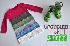 Con retales de otras camisetas, decorar esos retales y después coser unos a otros.