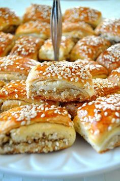 Tahinli Cevizli Kurabiye-2 Tahini, Pasta Cake, Walnut Cookies, Tea Time Snacks, Sweet Cookies, Bread And Pastries, Turkish Recipes, Vegan Baking, International Recipes