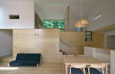 スキップフロアで繋がる家: かんばら設計室が手掛けたtranslation missing: jp.style.リビング.scandinavianリビングです。