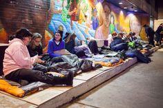 Mães acampam nas ruas de Nova York para levantar fundos à caridade | #CovenantHouse, #Desabrigados, #Mães, #NovaYork, #PetrSvab