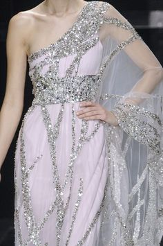 emilieae:    wink-smile-pout:    Elie Saab Haute Couture Spring 2007    Look at that dress, woah.
