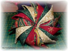 Fabric Pinwheel Ornament Tutorial - uses 16 prairie points attached around the edge of a round pillow-like base. Quilted Christmas Ornaments, Christmas Sewing, Christmas Star, Christmas Projects, Holiday Crafts, Diy Pinwheel, Folded Fabric Ornaments, Prairie Points, Fabric Origami