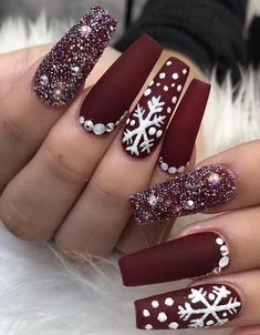 christmas nails Christmas Nail Art Designs Which Are perfect for the Holiday Season - Hike n Dip Chistmas Nails, Cute Christmas Nails, Christmas Nail Art Designs, Xmas Nails, Winter Nail Designs, Holiday Nails, Fun Nails, Christmas Time, Snow Nails