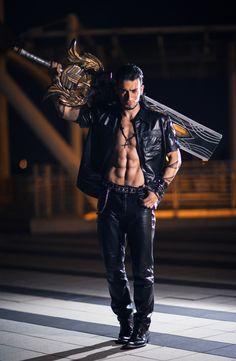 Leon Chiro Gladiolas cosplay - Holy shit, he may have just changed my idea of what perfection is