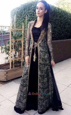 Pakistani Wedding and Party Dresses Online Ads Pakistan Party Wear Indian Dresses, Indian Fashion Dresses, Designer Party Wear Dresses, Pakistani Dresses Casual, Indian Gowns Dresses, Party Dresses Online, Kurti Designs Party Wear, Dress Indian Style, Pakistani Dress Design