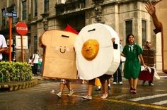 toast and egg costume Cute Costumes, Creative Halloween Costumes, Halloween Kids, Halloween Party, Costume Halloween, Adult Costumes, Costume Ideas, Halloween Parejas, Breakfast Of Champions