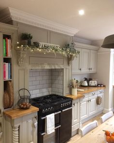Yay the garland is now up✔️ Oven cleaned hours ✔️ all pressies wrapped✔️ The list goes on and still loads to do. Will it all be done in time ‍♀️‍♀️hey ho 2 more sleeps and it's Christmas Eve yepeeeeee Cottage Kitchens, Farmhouse Kitchen Decor, Country Kitchen, Home Kitchens, Kitchen Living, New Kitchen, Kitchen Ideas, Christmas Kitchen, Christmas Eve
