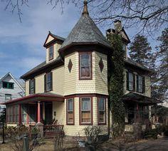 Nice Queen Anne Victorian home