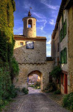 The Gate Clock - Cordes-sur-Ciel, France Places To Travel, Places To See, Wonderful Places, Beautiful Places, Ville France, France Art, Provence France, Tarn France, Beaux Villages