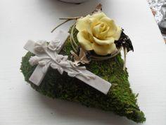 Sympathy Flowers, Funeral Flowers, Gras, Diy And Crafts, Etsy, Floral Design, Floral Arrangements, Condolences, Flowers
