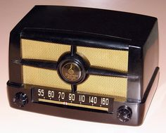 Vintage Emerson Table Radio, Model 587-B (Metal Grill), Broadcast Band Only (MW), 5 Tubes, Circa 1950.