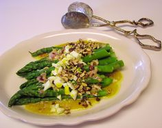 Asparagus with Hazelnuts and Chopped Egg