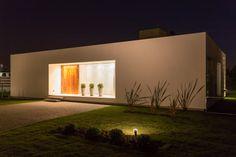 Descubra fotos de Casas modernas por VISMARACORSI ARQUITECTOS. Veja fotos com as melhores ideias e inspirações para criar uma casa perfeita.