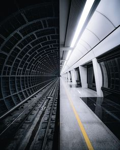 Neat metro station in Moscow Urban Photography, Creative Photography, Digital Photography, Street Photography, Morning Photography, Level Design, Moscow Metro, Metro Station, Jolie Photo