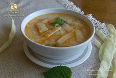 Supa de fasole verde (supa de pastai) Romanian Food, Cheeseburger Chowder, Thai Red Curry, Clean Eating, Dishes, Healthy, Ethnic Recipes, Soups, Philosophy