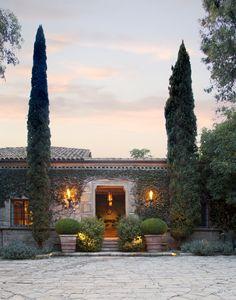Ellen Degeneres and Portia de Rossi's Home Entrance #EllenDegeneres #House #Photos