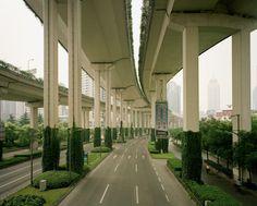 Hier wordt duidelijk dat een stad er niet perse stads uit hoeft te zien. Wegen zijn erg stedelijk en viaducten nog meer. Hier is te zien dat door middel van groen het ook gezelligheid krijgt.