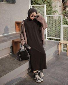 Modern Hijab Fashion, Street Hijab Fashion, Hijab Fashion Inspiration, Muslim Fashion, Minimal Fashion, Fashion Outfits, Hijab Style, Casual Hijab Outfit, Hijab Chic