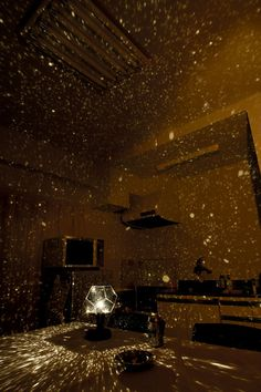 This star projector projects a map of the heavens onto your ceiling and walls with thousands of stars in random order. ThanirananoBrooksbank. This is sooooo cool!)