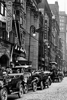 VINTAGE PHOTOGRAPHY: Euclid Avenue, Cleveland c.1911