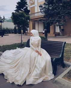 Check out these wedding Hijab styles that are stunning! dresses muslim hijab bride veils 10 Wedding Hijab Styles That Are Stunning Muslim Wedding Gown, Hijabi Wedding, Wedding Hijab Styles, Muslimah Wedding Dress, Arab Wedding, Muslim Wedding Dresses, Muslim Brides, Princess Wedding Dresses, Dream Wedding Dresses