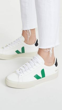 Veja Trainers, Veja Sneakers, Cute Sneakers, Zapatillas Veja, Ethical Shoes, Ethical Fashion Brands, Sporty Chic, Dream Shoes, Minimalist Fashion
