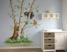 Boom met bos dieren, gezellige diertjes: nieuwsgierig wasbeertje, eekhoorn, vos die op zoek is. Ontwerp en realisatie door BIM Muurschildering. Kan naar wens aangepast worden.  #kinderkamer #muurschildering #boom #dieren #bos #wanddecoratie #tree #nursery #animals Sweet Home, Shelves, Pastel, Painting, Home Decor, Watercolor Painting, Flowers, Drawings, Deco