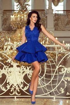 c0c37d74e91 Robe de Cocktail Courte Bleu Roi   Quelle belle robe habillée courte  couleur bleu roi de la marque Numoco ! Sur le top de jolis broderies  viennent décorer ...