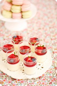 Vanilla Panna Cotta Verrines with Raspberry Coulis. #mesadedoces