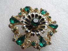 Vintage 1960s Gold tone Emerald Green Rhinestone Flower Cluster Brooch Pin