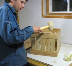 banging the box together Wood Projects, Projects To Try, Milk Crates, Pallet Fence, Wood Carving, Wooden Boxes, Woodworking Plans, Diy And Crafts, Bench Seat