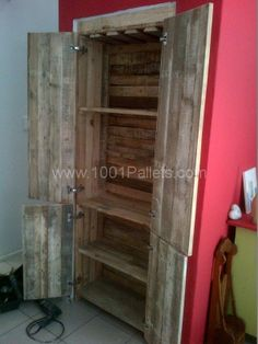 Recycled Pallets Ideas Pallets Wardrobe/Bar: Wasted space - Created a wine bar/wardrobe from recycled pallets! - Wasted space - Created a wine bar/wardrobe from recycled pallets! Free Wood Pallets, 1001 Pallets, Recycled Pallets, Wood Crates, Wooden Pallets, Pallet Wood, Latest Pallet Ideas, Pallet Wardrobe, Pallet Creations