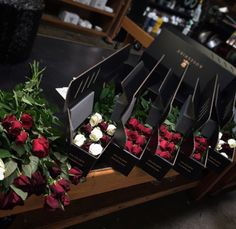 I'm not a huge flower person but I must admit I love the presentation of this ! I would definitely love to get these !