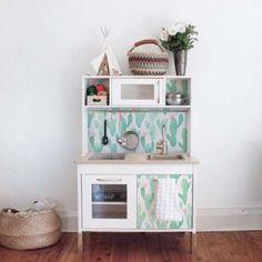 Relooking d'un meuble avec du papier peint adhésif http://www.homelisty.com/papier-peint-adhesif-autocollant/