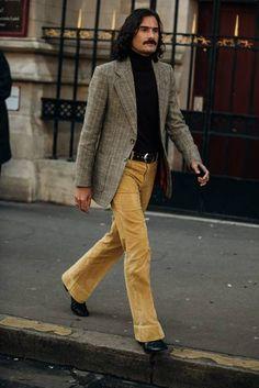 Menswear: Die Looks aus Paris - Fashion Show High Street Fashion, Men's Street Style Paris, 70s Fashion Men, 70s Inspired Fashion, 70s Vintage Fashion, Looks Street Style, Fashion Goth, Paris Fashion, Latex Fashion