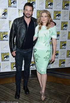 Deep: Hollywood veterans Skeet Ulrich and Madchen Amick posed during entrances . Riverdale Tv Show, Riverdale Cast, Alice Cooper, Betty Cooper, Madchen Amick, Skeet Ulrich, White Dress Shoes, Riverdale Cole Sprouse, Riverdale Aesthetic