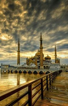 Crystal Mosque, Terengganu, Malaysia Mosque Architecture, Sacred Architecture, Beautiful Architecture, Beautiful Buildings, Kuala Lumpur, Kuala Terengganu, Putrajaya, Beautiful World, Beautiful Places