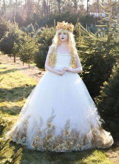 Garota de 18 anos costura vestidos que parecem saídos de filmes de princesa | Virgula
