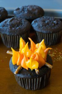 Campfire Cupcakes - Cute cupcakes for all campers. Your favorite cupcake flavor decorated with flames, pretzel logs, and toasty mini marshmallows! Bonfire Cake, Campfire Cupcakes, Bonfire Night Food, Girl Birthday Cupcakes, Cupcakes For Boys, Cool Birthday Cakes, Birthday Ideas, Birthday Images, 10th Birthday