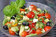 Tomaten-Avocado-Salat mit Senfdressing, ein leckeres Rezept aus der Kategorie Ge… Tomato and avocado salad with mustard dressing, a delicious recipe from the vegetables category. Healthy Chicken Recipes, Healthy Salads, Healthy Eating, Cooking Recipes, Garlic Basil Chicken, Avocado Dessert, Mustard Dressing, Caprese Salad, Quinoa Salad
