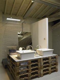 Funny use of materials..pallet bathroom