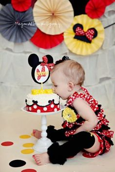 New Baby First Birthday Pictures Girls Minnie Mouse 54 Ideas Baby 1st Birthday, Birthday Cake Smash, Mickey Mouse Birthday, Minnie Mouse Party, 1st Birthday Parties, Birthday Ideas, Birthday Outfits, Mickey Y Minnie, Mickey Party