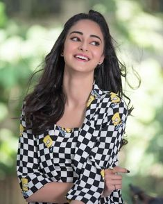 BuzzzFly presenting the Biography of Student of the year 2 lead actress Ananya Pandey. Ananya Pandey lifestyle, Ananya Pandey biography, student of the year . Most Beautiful Bollywood Actress, Bollywood Actress Hot Photos, Bollywood Girls, Bollywood Saree, Bollywood Actors, Bollywood Celebrities, Bollywood Fashion, Beautiful Actresses, Bollywood Pictures