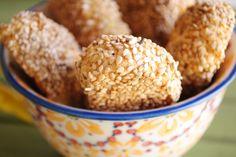 Italian Sesame Cookies (Biscotti Regina)
